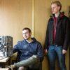 исландцы Александр (слева) и Элиас (справа) отвечают за исправность оборудования в Enigma / Фото Варвары Лозенко для Forbes
